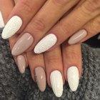 textured_sweater_gel_nail_art_trend